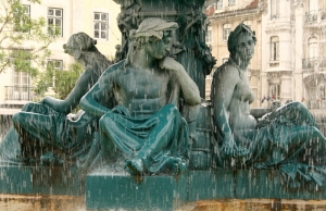 Four virtues fountain Rossio 3